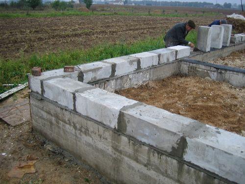 Начало кладки стен