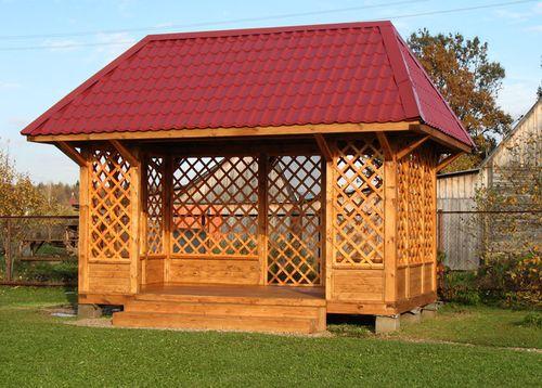 Чем лучше покрасить деревянную беседку на даче