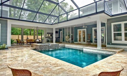 Закрытая беседка с бассейном