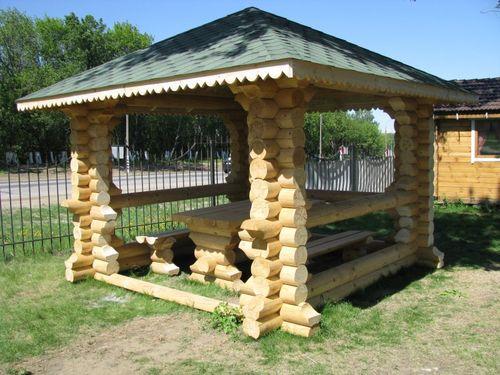 Открытая деревянная беседка